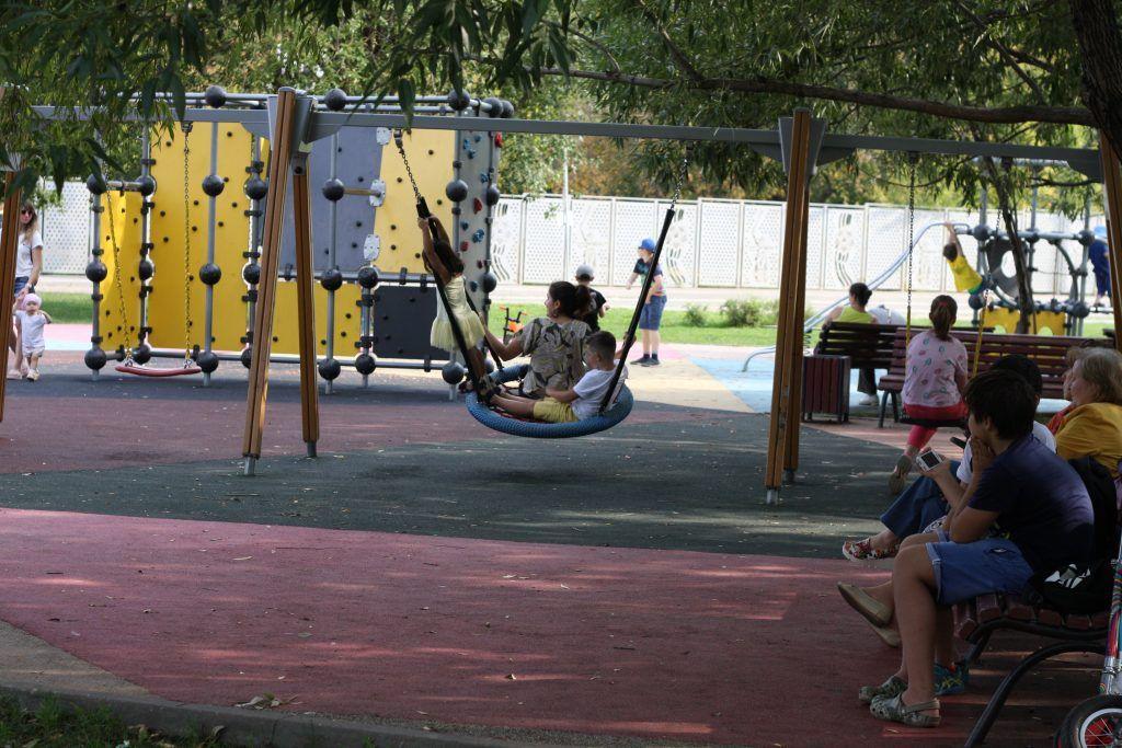 парк «70-летия Победы в Великой Отечественной войне», детская площадка, благоустройство,качели