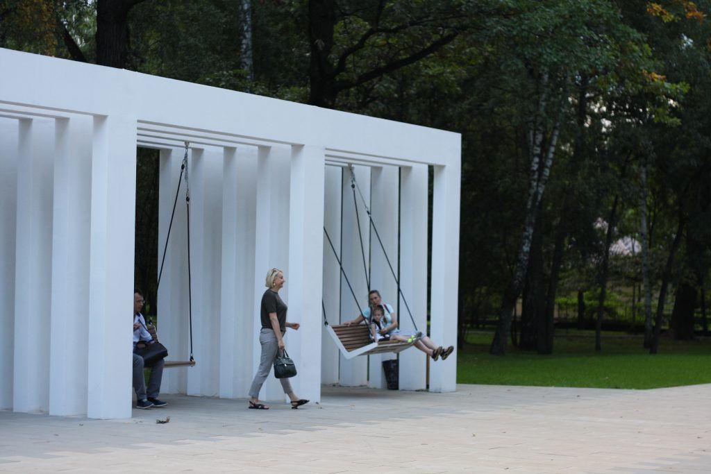 парк Лианозово, парки Москвы, Лианозовский променад, благоустройство, качели