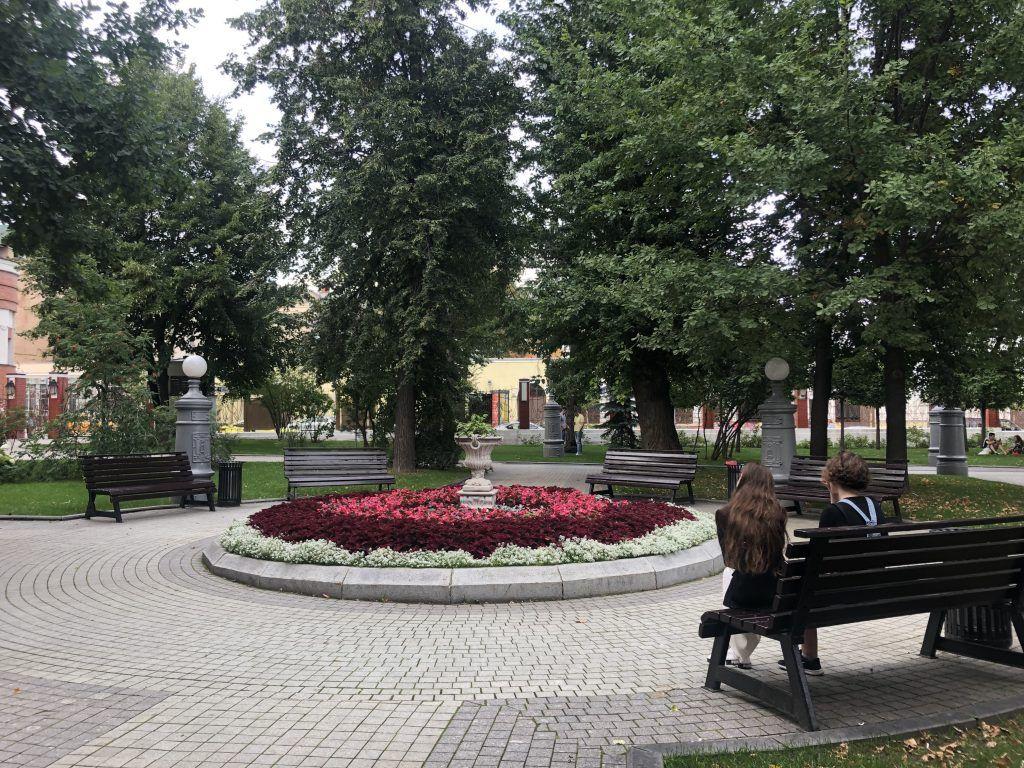 сад Эрмитаж, клумбы, скамейки