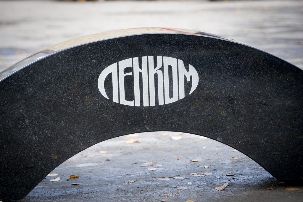 памятник Николай Караченцев, Ленком