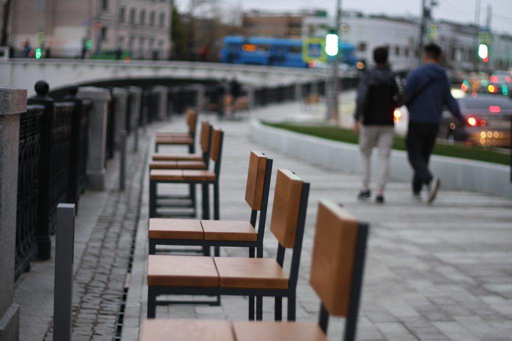 набережные, благоустройство, стулья