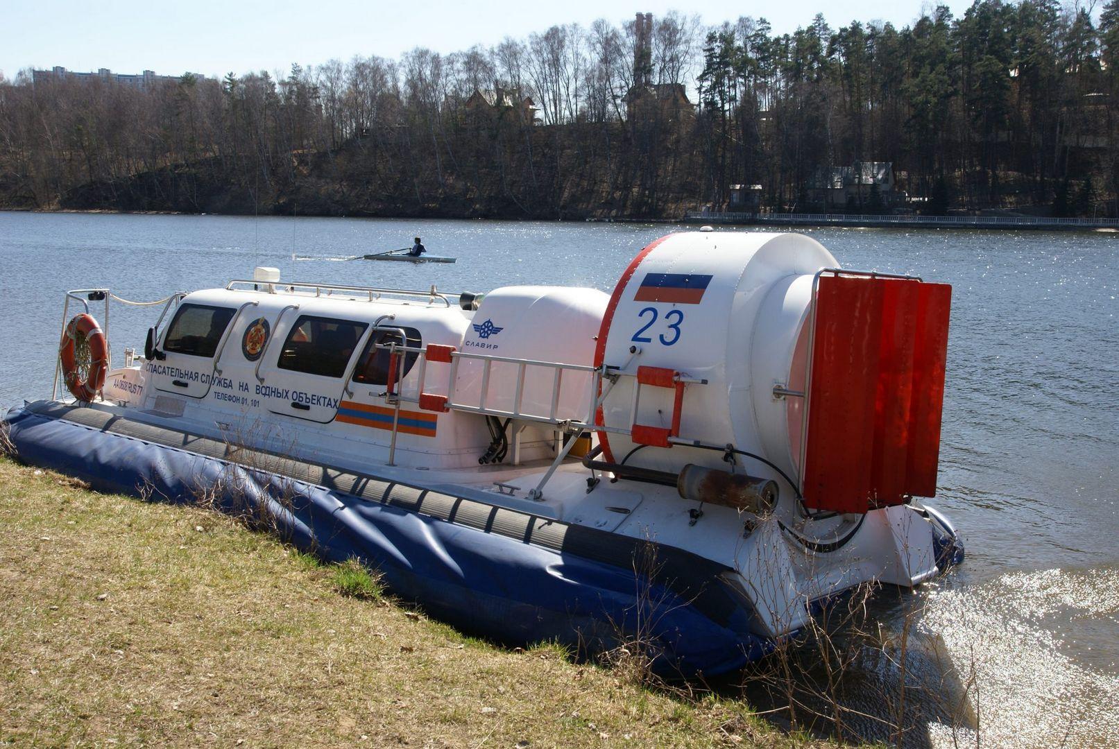 судно СВП, спасатели, поисково-спасательная техника