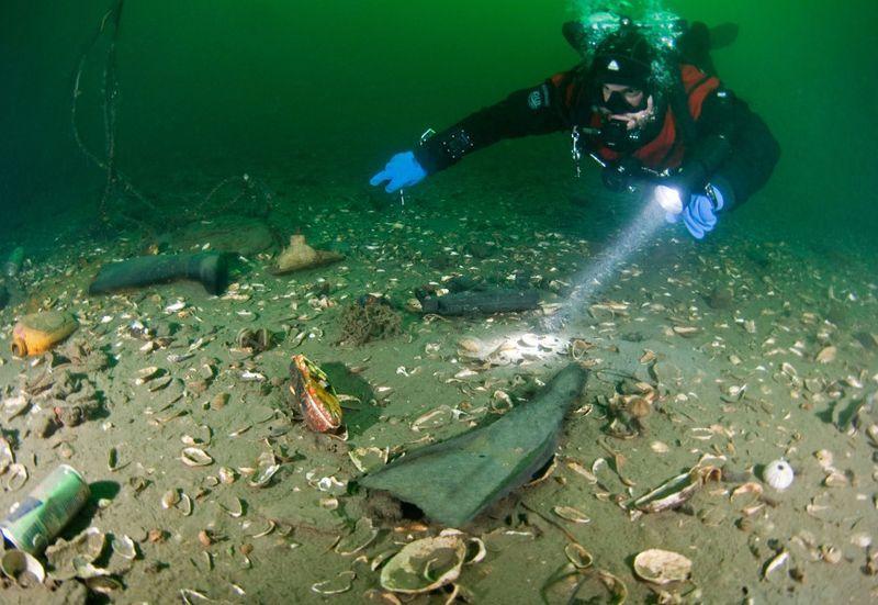 загрязнение океана, аквалангист