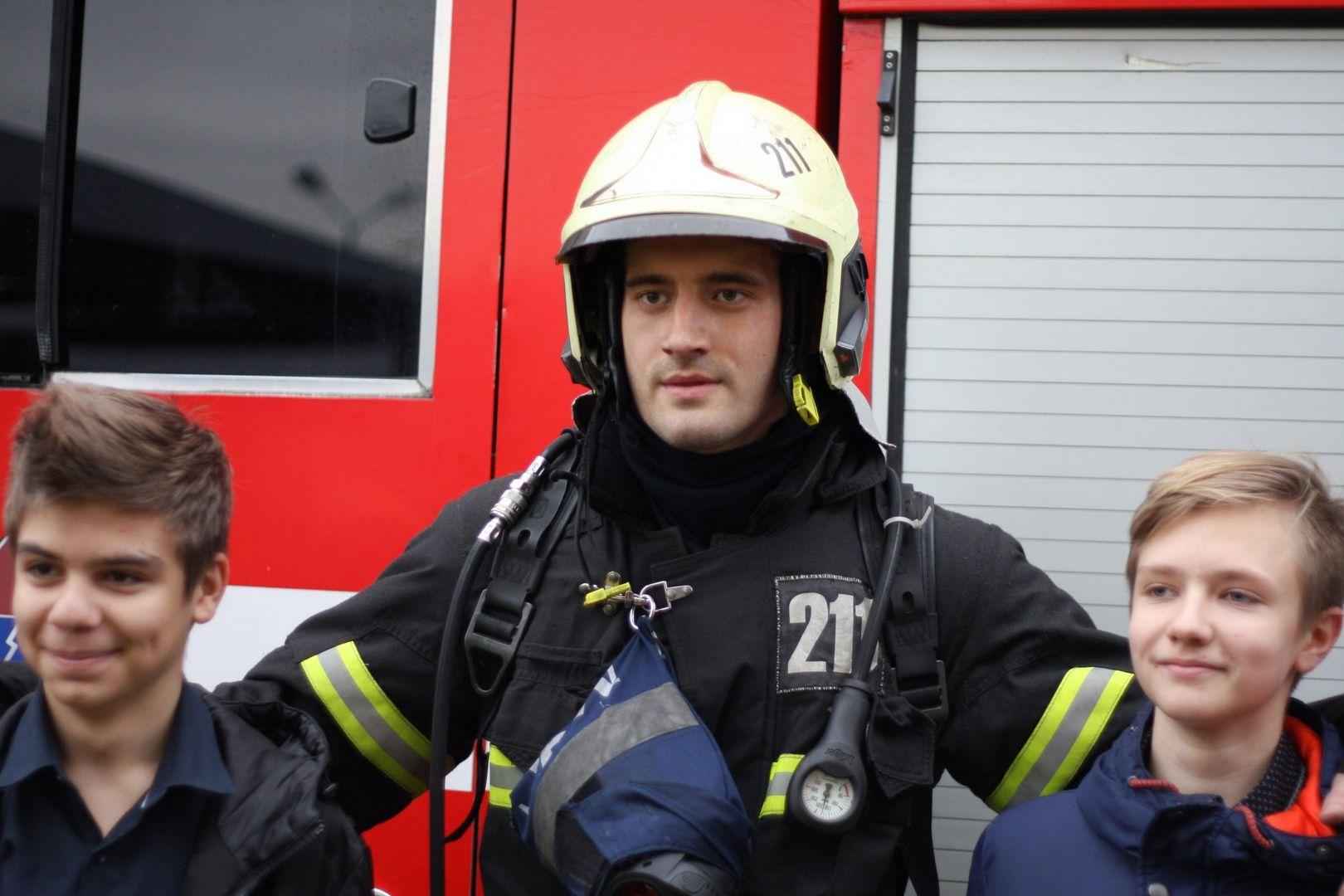 школа, учения, спасатели, пожарные, тушение, пожар