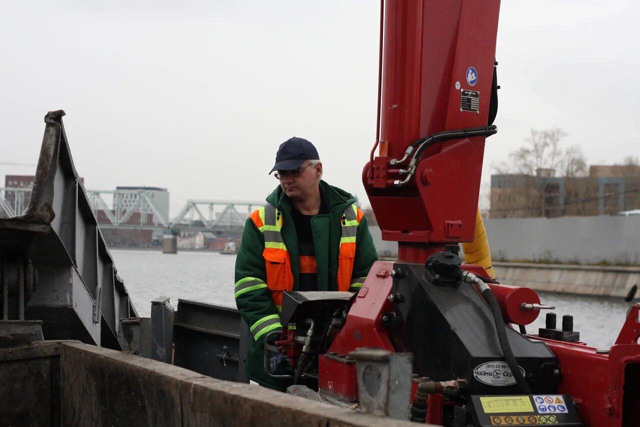 судно-мусоросборщик, Мосводосток, Москва-река, чистят реку