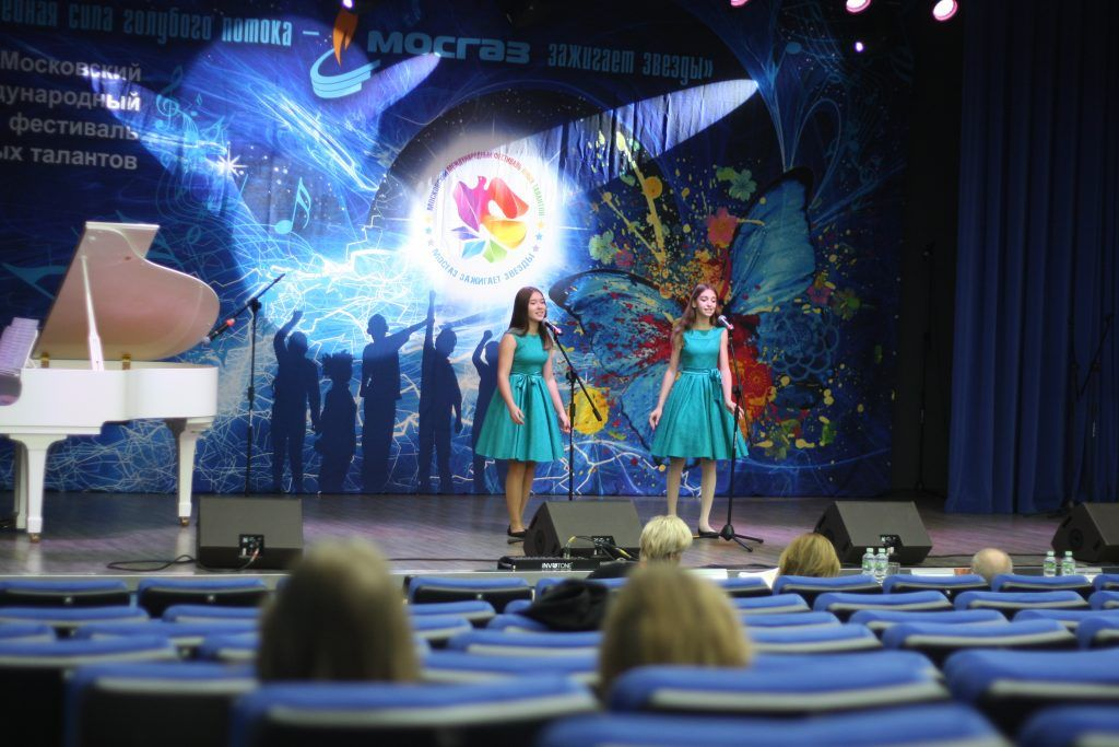 Ника Конюхова и Ева Корнилова г.Москва песня Девочки танцуют на палубе, конкурс, АО Мосгаз, Мосгаз зажигает звезды