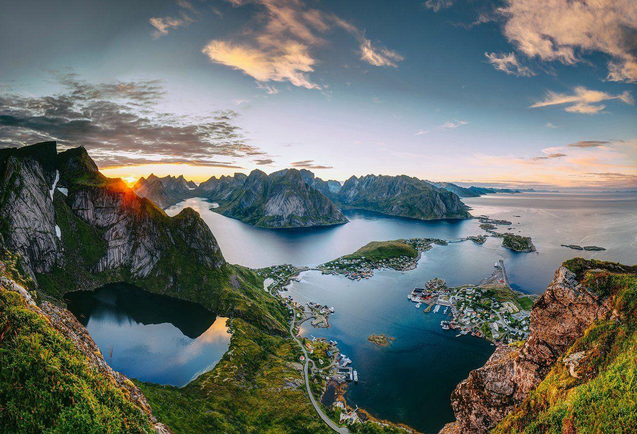 """Пока так выглядят уникальные природные фьорды Норвегии в которые королевство разрешило меднодобывающим компаниям сбрасывать отходы производства прямо в море. Оказывается увеличение добыч меди необходимо для большего производства электромобилей и ветряков, которые улучшат экологию Норвегии. Экологи Норвегии """"Зеленые воины Норвегии"""" называют подобные действия правительства """"экологическим парадоксом Норвегии""""."""
