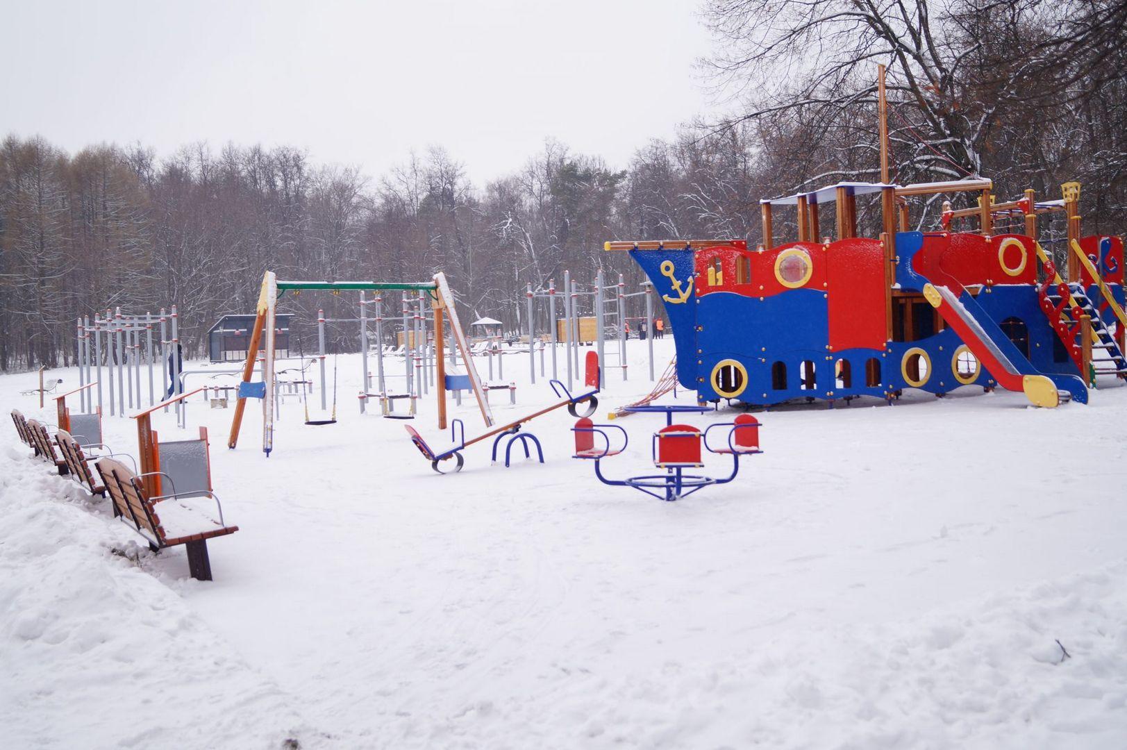 детская площадка зима