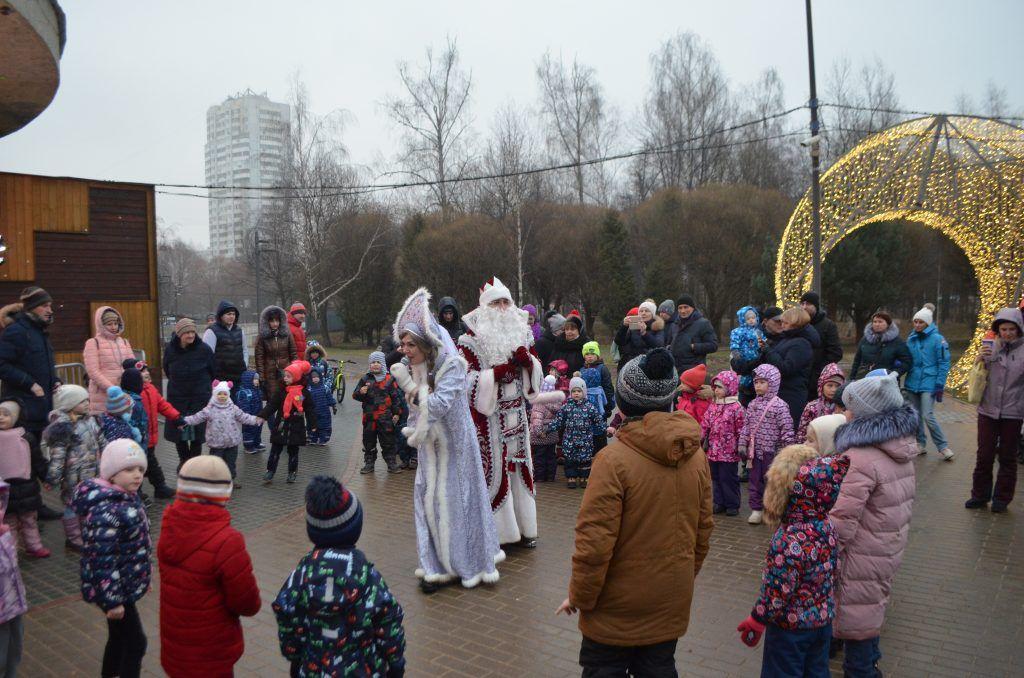 Лианозовский парк, новый год, украшение Москвы, парки Москвы, дед Мороз, Снегурочка