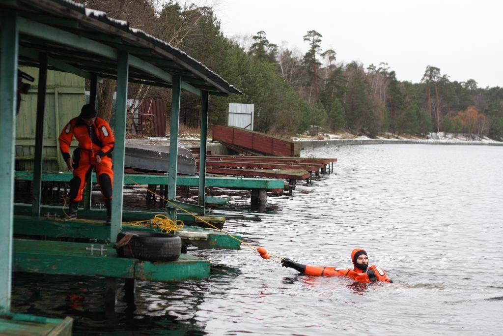 лед, спасатели, зима в Москве, тонущий