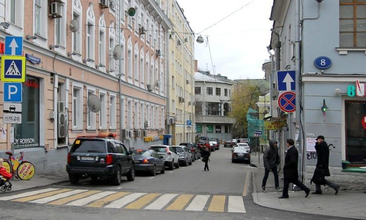В Малом Спасоглинищевском и Петроверигском переулках завершено благоустройство