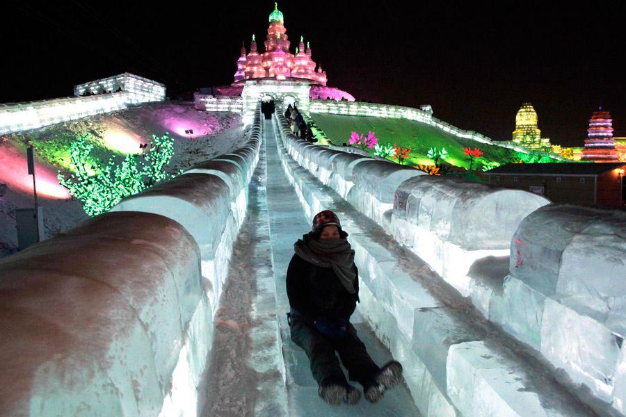 снежная горка, ледяная горка, парки Москвы, зима в Москве