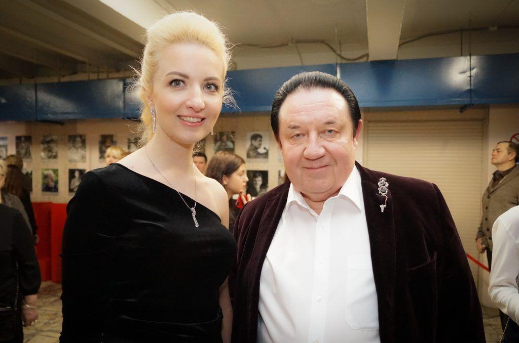 Александр Митрошенков со спутницей