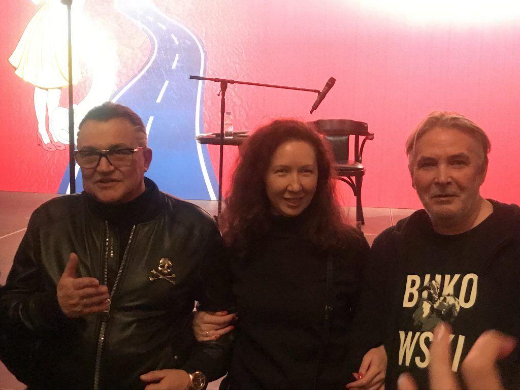 Дмитрий Дибров и Андрей Орлов с поклонницей