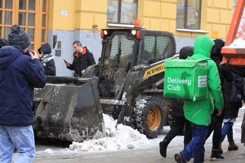 уборка снега, зима в Москве, ГБУ Гормост