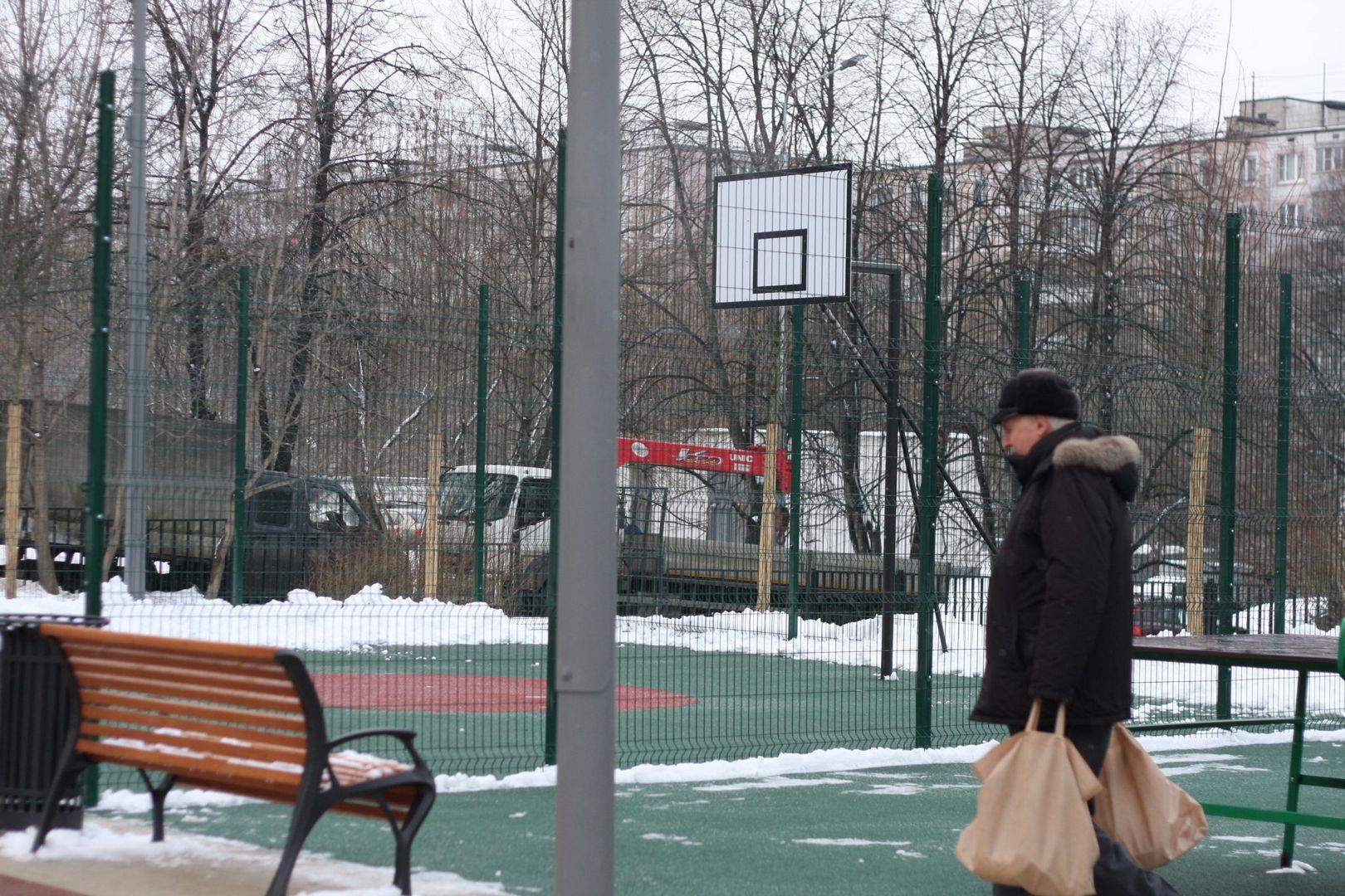 сквер, зима, спортплощадка