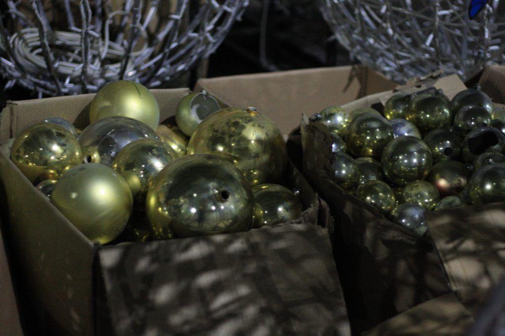 Новый год, елка, демонтаж, елочные игрушки