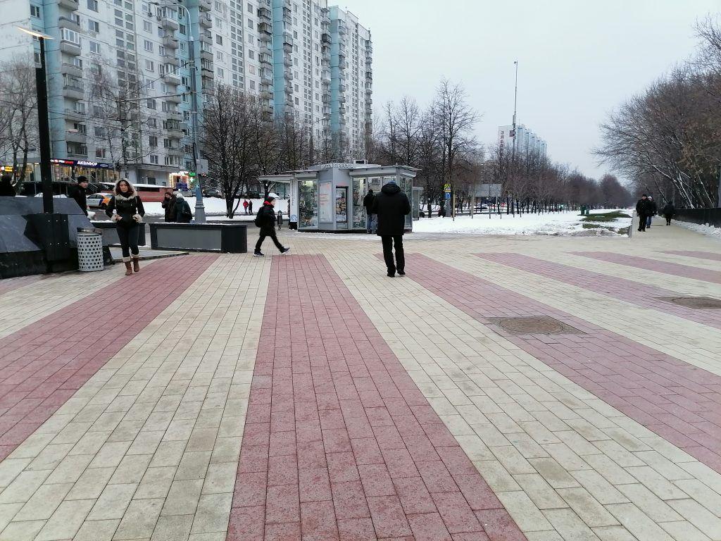 Плиточное покрытие у метро Шипиловская пришло на смену асфальту