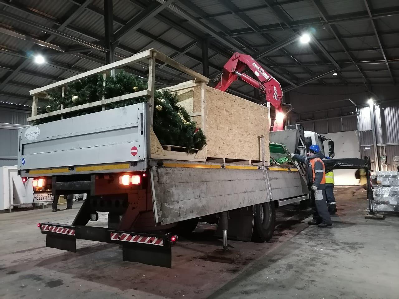 машина, склад, новогодняя ель, демонтаж, погрузка
