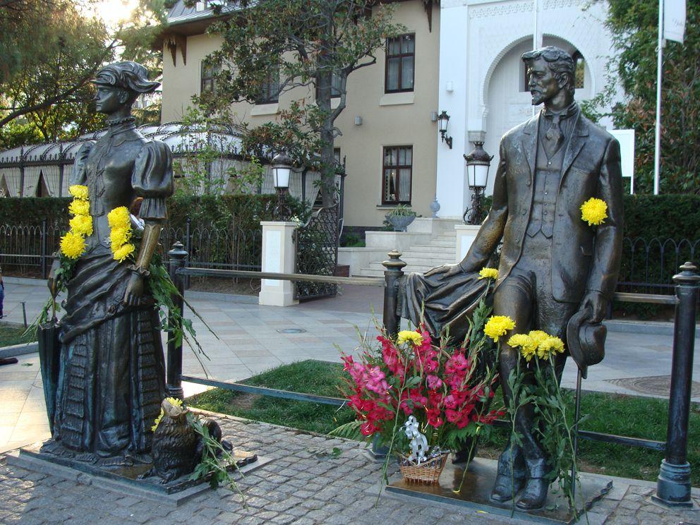Памятник «А.П. Чехов и Дама с собачкой», Ялта, Крым