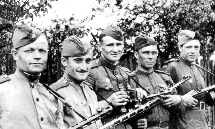 Разведчики 49-й гвардейской стрелковой дивизии