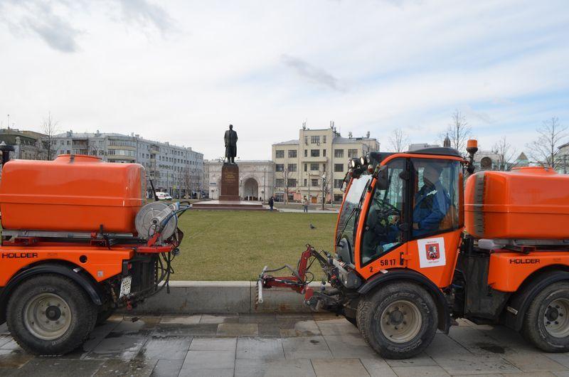 промывка дорог, памятник Горькому, коронавирус