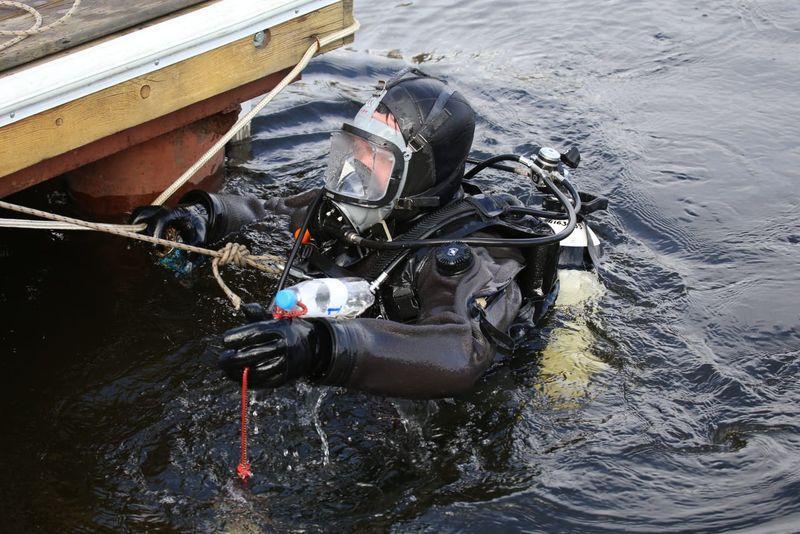 Водолаз, Спасатель в гидрокомбинезоне сухого типа «Байкал»