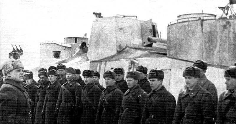 Экипаж бронепоезда НКВД №73, сыгравший ключевую роль в обороне города Дмитрова в ноябре-декабре 1941 года.