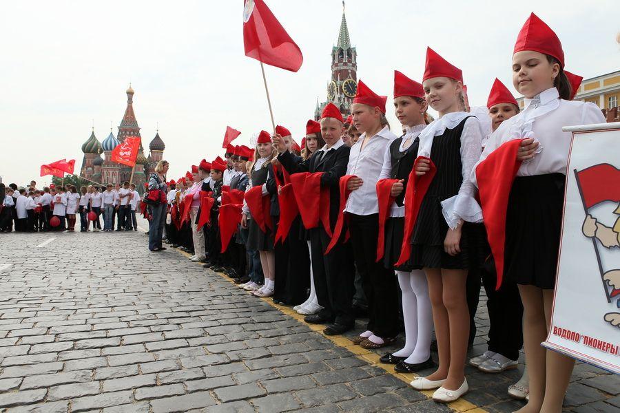 пионеры, Красная площадь