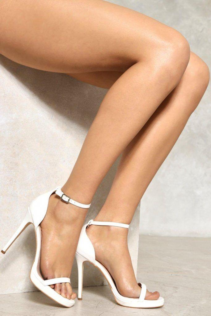 Ноги сложные близко друг к другу