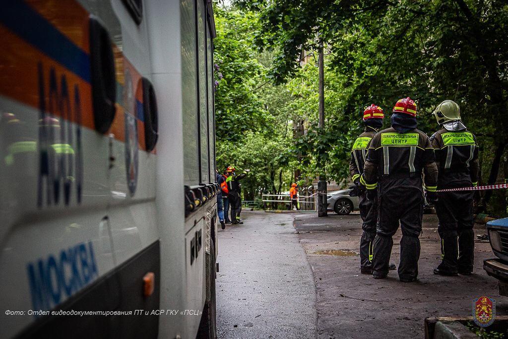 спасатели, упало дерево