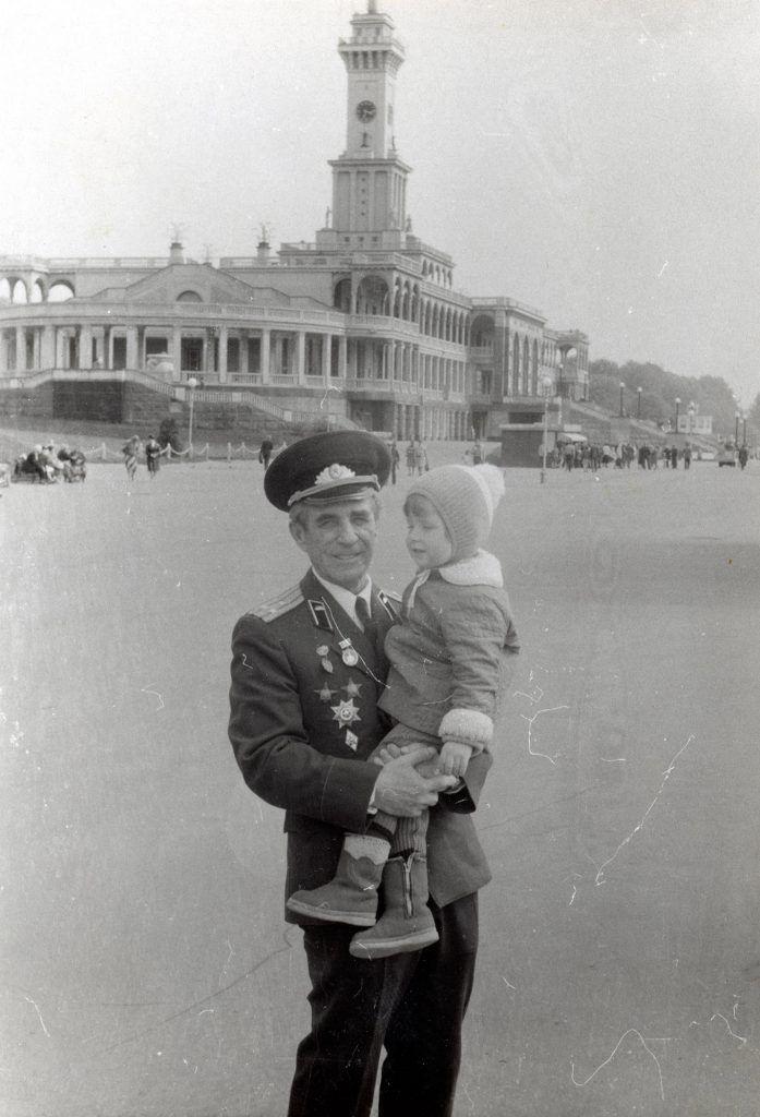 Бельский СА с внуком 9 мая, Москва 1983 г.