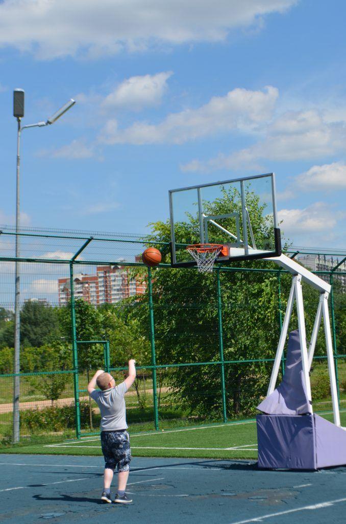 Баскетбольная площадка. Может быть использована, как волейбольная и для мини футбола.