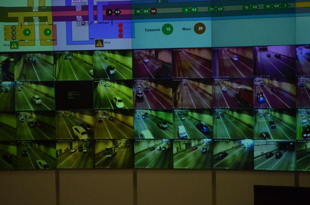 """Центральный операционный зал """"Серебряный Бор"""". За безопасным движением транспорта наблюдает 81 видео камера."""