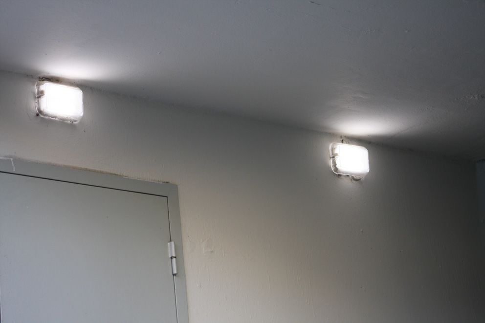 Энергосберегающие светильники в подъезде