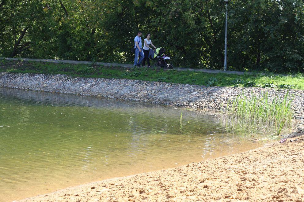 Место для неспешных прогулок у воды Варшавский пруд