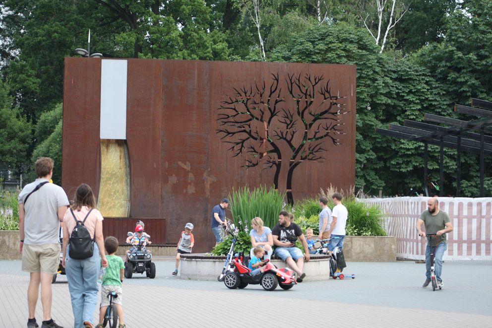 Необычный фонтан в Лианозовском ПКиО