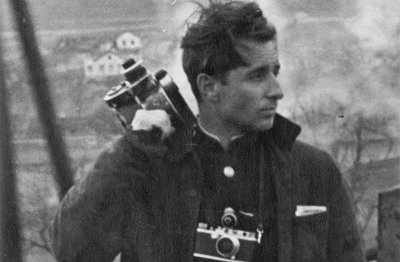 Владислава Милоша с камерой, черно-белое,хроника