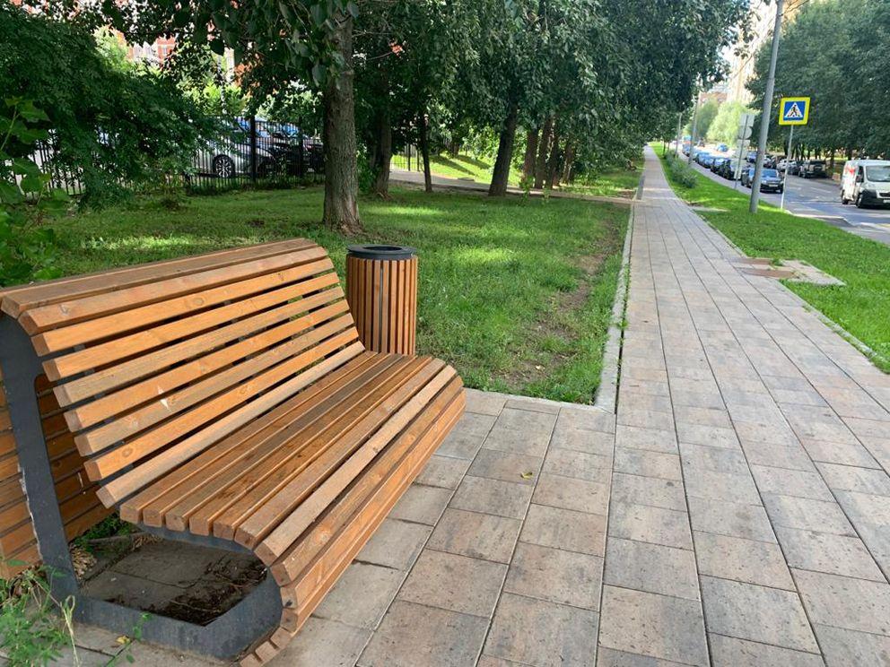 Скамейки на Мичуринском проспекте