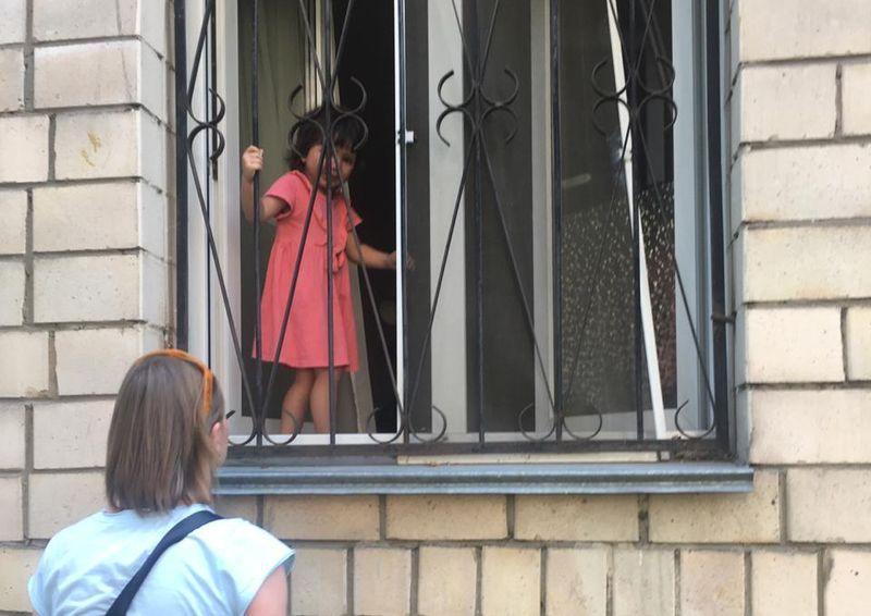 дети, окно, спасатели