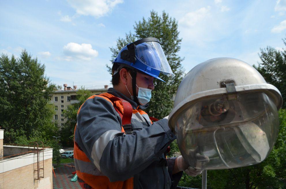 Электромонтер по ремонту и обслуживанию осветительного электрооборудования 4 разряда городской электрической компании «ОЭК» (объединенная электрическая компания