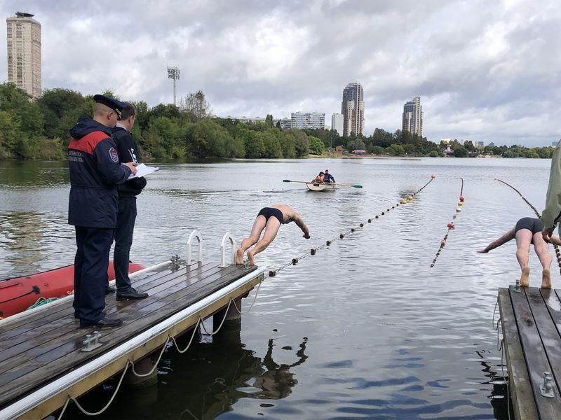 пловцы, спасатели