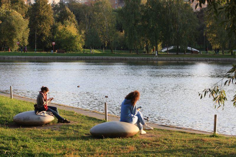 озеро, девушка, берег, парк Дружбы