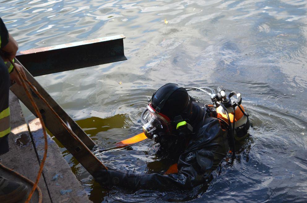 Водолазу предстоит искать затопленный объект при «нулевой» видимости