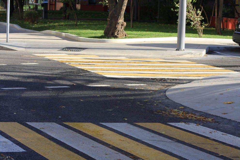 Дорожная разметка на перекрестке двух переулков