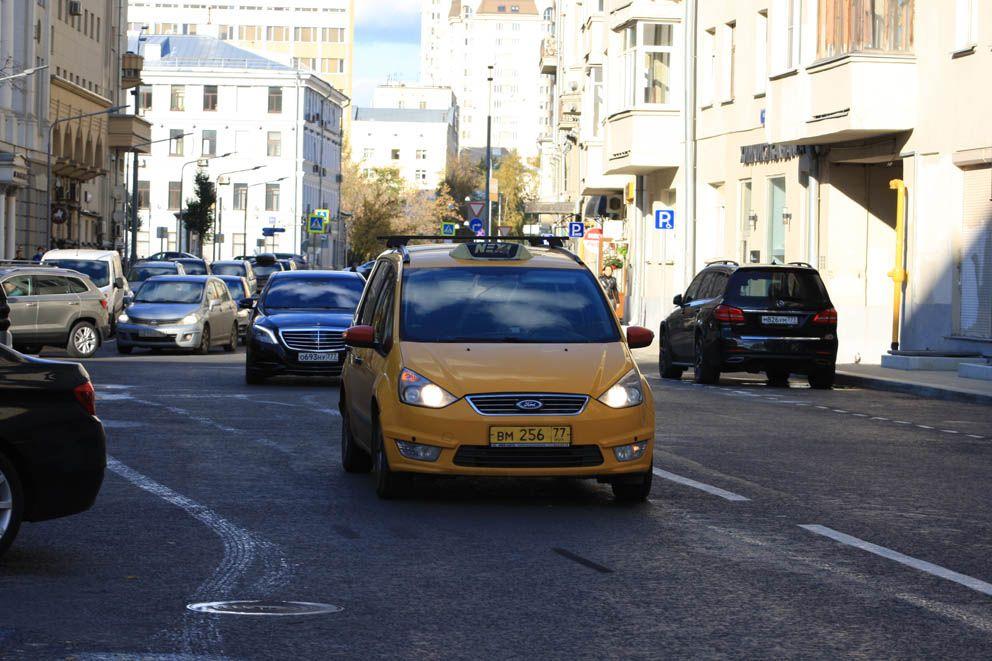 Двидение машин по Ананьевскому переулку