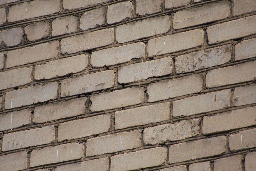 Кирпичная кладка стены хрущевки
