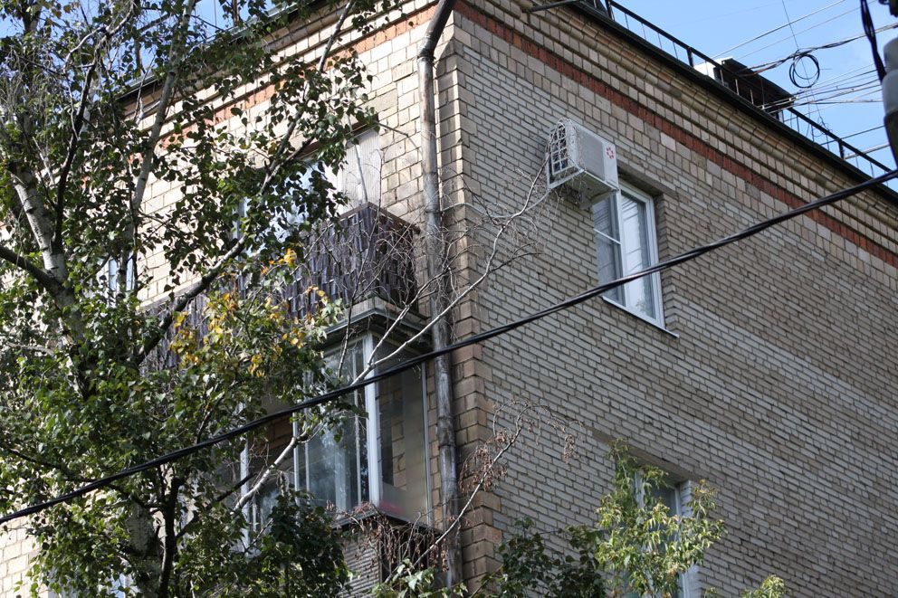 Улучшенная хрущевка в Денисовском переулке,35
