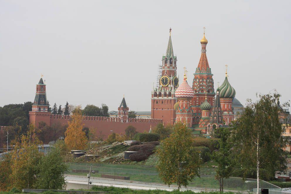 Вид на Кремль из парка Зарядье