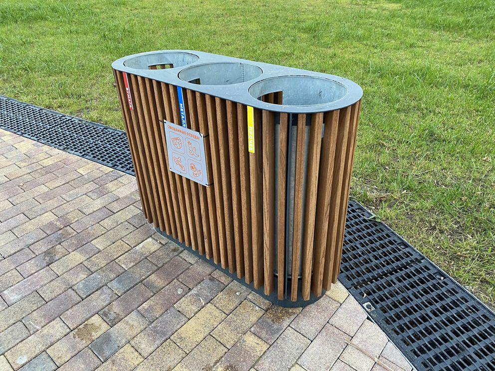 Современная урна для раздельного сбора мусора